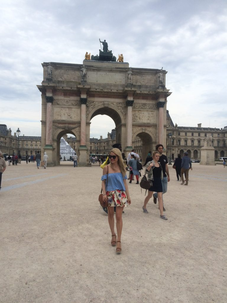 paris-pyramid-what-to-wear-in-paris