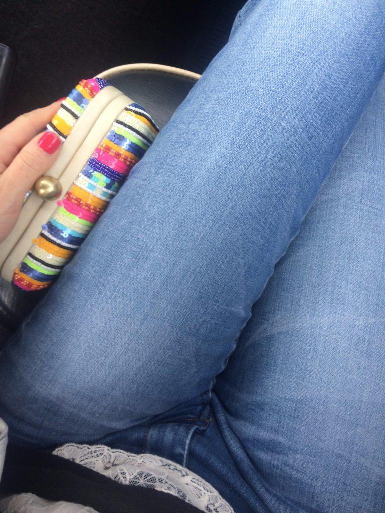 santi-clutch-skinny-jeans