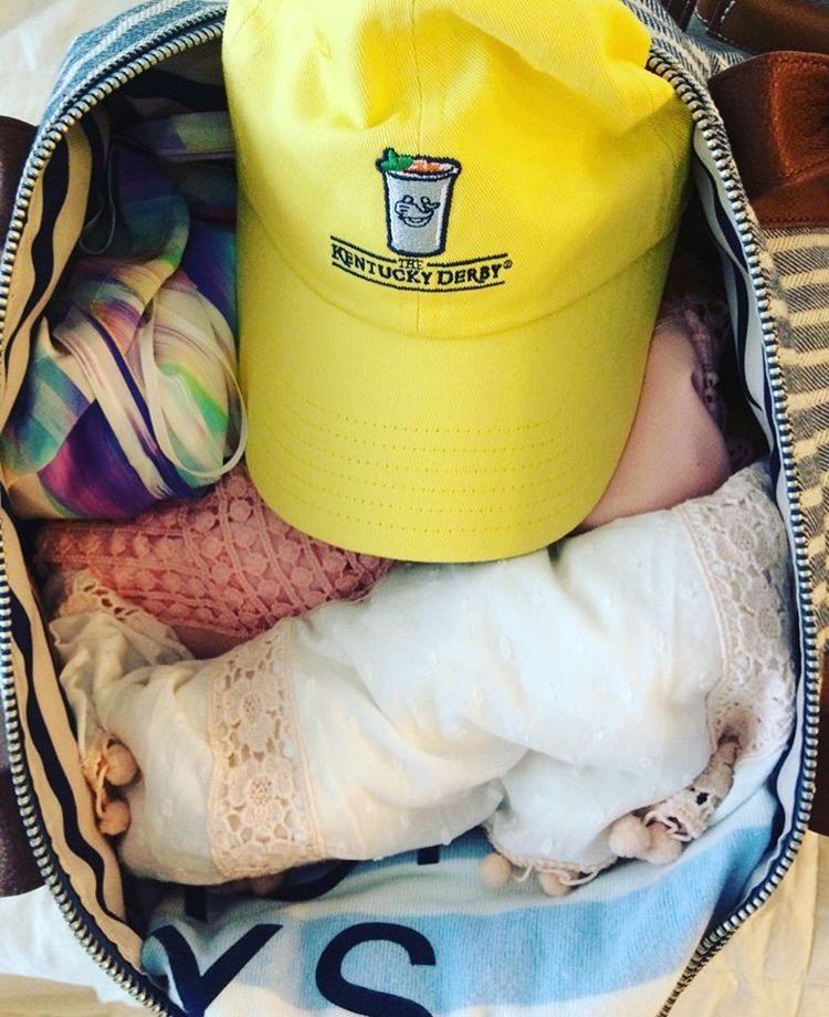 fashion-blogger-packing