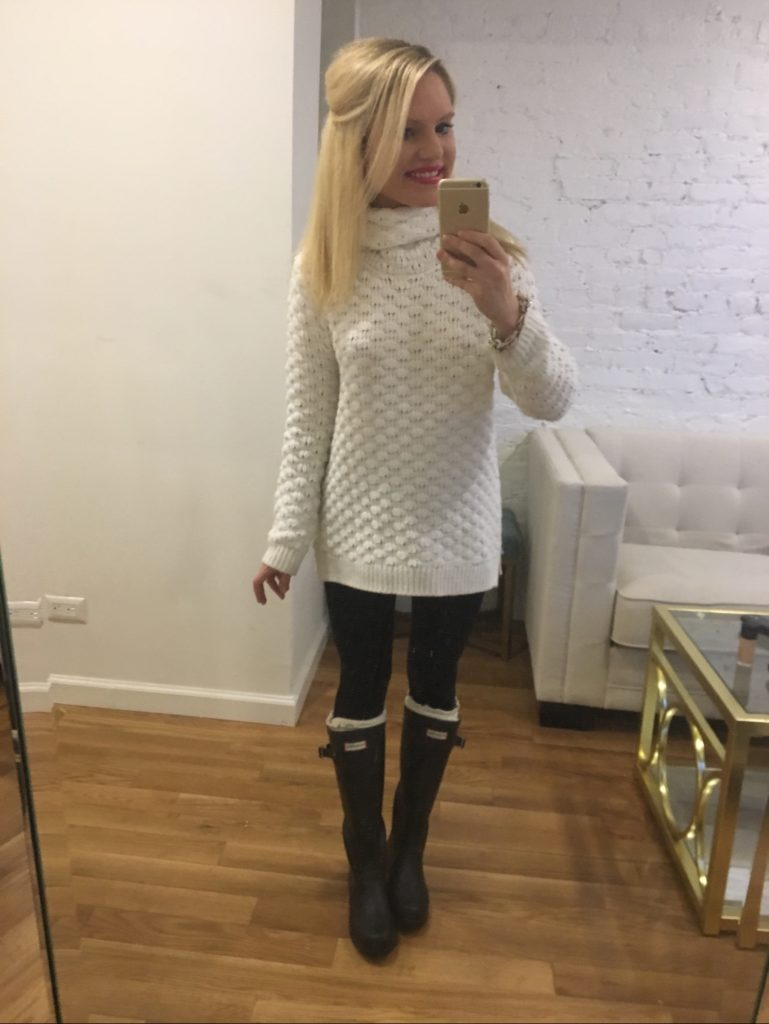 over-sized-sweater-leggings-hunter-boots-snow-outfit http://styledamerican.com/latest-roundup/