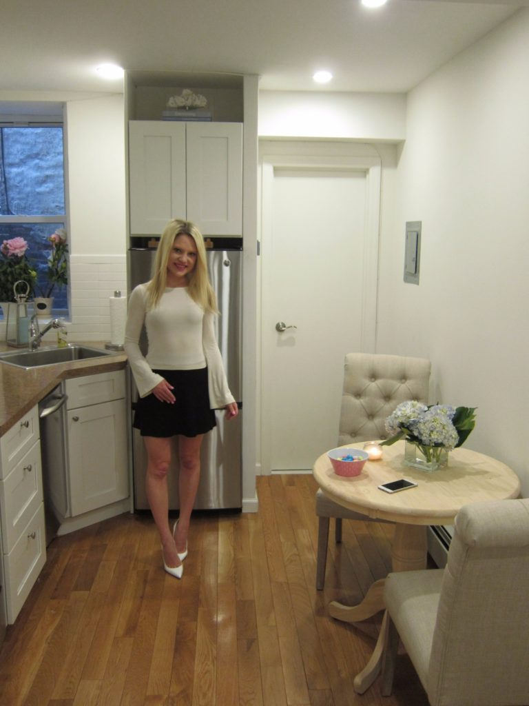 white-nyc-kitchen-girlie-apartment http://styledamerican.com/my-kitchen/